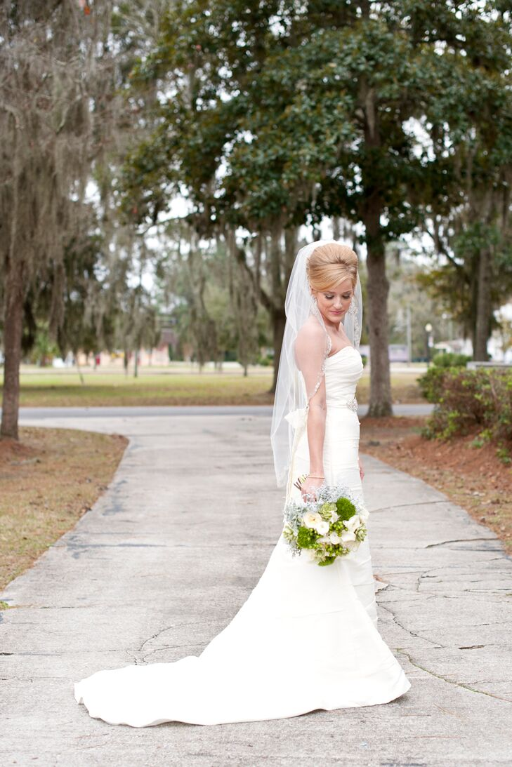 Lindsey didn't want an ultra-feminine dress and instead found a sleek Alfred Angelo strapless gown.