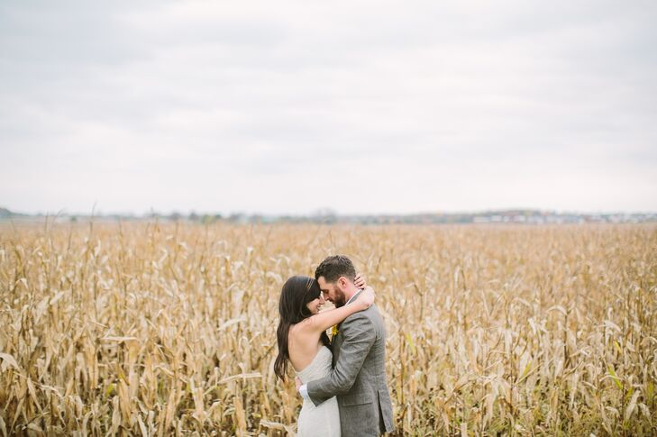 Stephanie (31 and a freelance photographer) and Ryan (35 and a designer) planned an elegant vintage-inspired affair with a subtle rustic twist for the