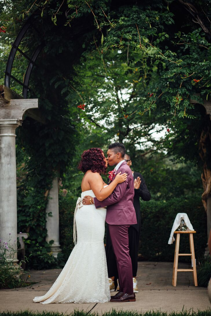 Brittani wore a tailored lace mermaid-style gown in vanilla bean, for a Harlem Renaissance/art deco look with earrings from her late great-grandmother.