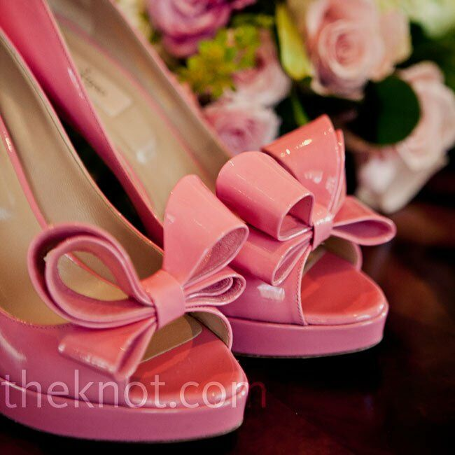 When Lindsey saw these pink peep-toe pumps online, she had to go try them on. They were the perfect fit for her look!
