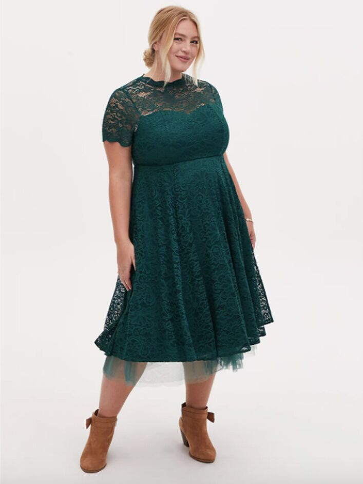 Plus size green lace midi dress with short sleeves
