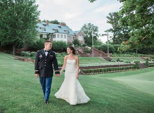 Alexandra Rice (26 and a speech-language pathologist) and Thomas Dalton (28 and a captain in the US Army) pulled of a classic summer affair with garde
