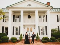 wedding couple in front of mansion
