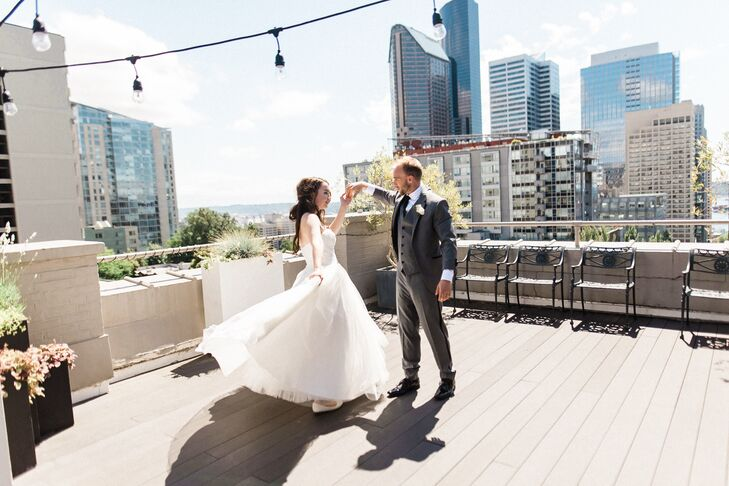 dbc48e6c2aa4 To infuse their summer wedding in Seattle with a memorable touch, Rachel  Drapeau and Mike