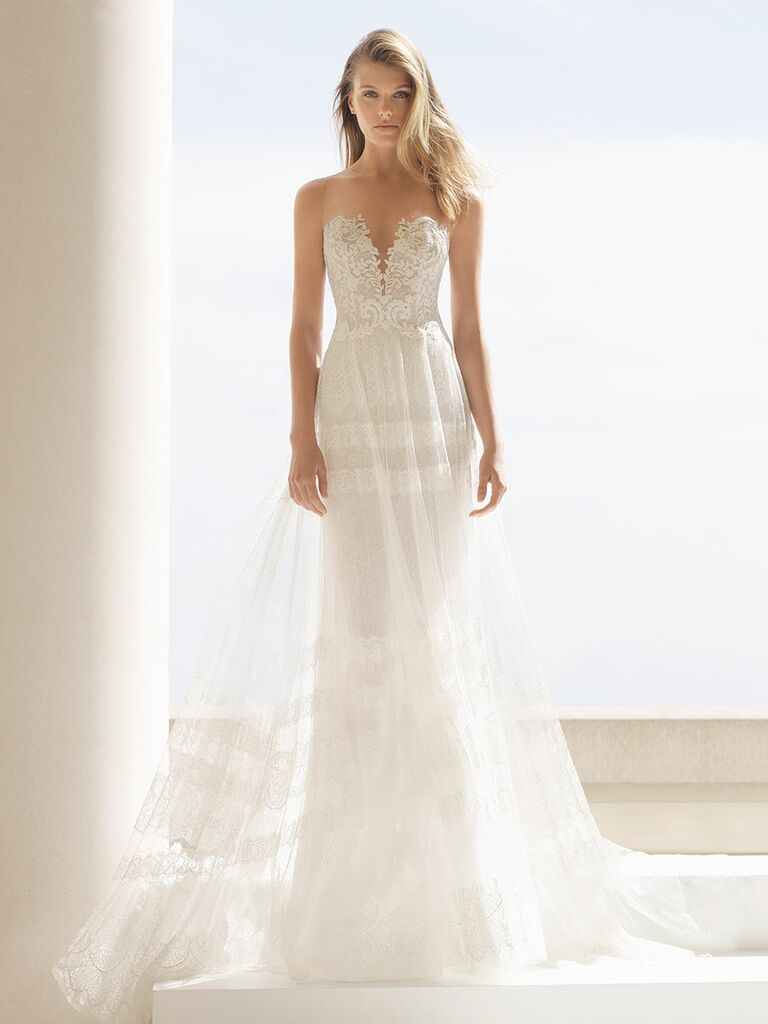 Rosa Clará Fall 2018 wedding dresses strapless gown with Chantilly lace skirt