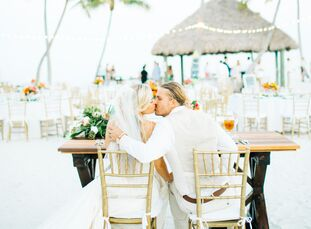 Florida natives McKenzie Coburn (27 and a national accounts manager) and Chris Cherry (29 and a general contractor) threw their beachy boho-chic desti