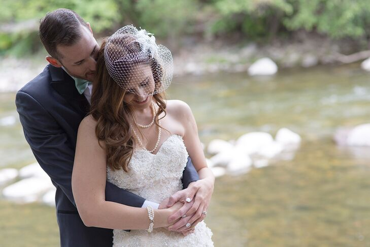 While Melissa opted for a classic mermaid-style wedding dress by Mori Lee with glam beaded embellishments, she went for a more vintage-inspired style for her accessories. A birdcage veil instantly introduced an air of retro glam to her bridal look, while a pearl bracelet and necklace added a note of timeless elegance.
