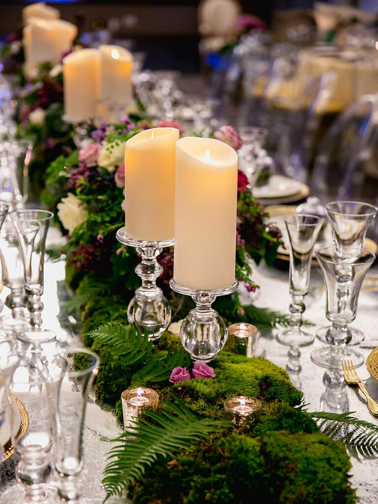 Romantic centerpieces with candles for a modern wedding