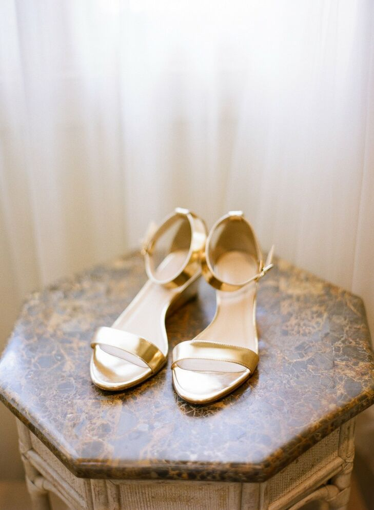 Gold wedge sandals were glam, yet comfortable, and perfect for an outdoor celebration.