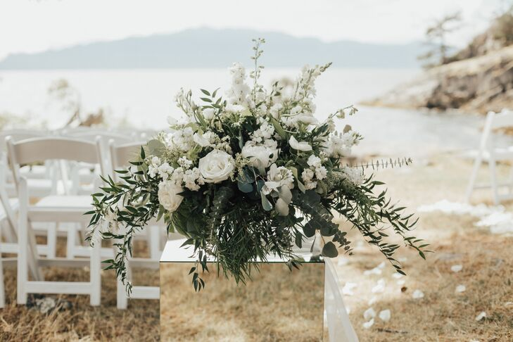 Elegant Flower Arrangement with White Roses, Baby's Breath and Greenery