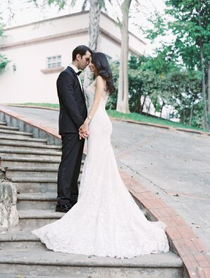 Elegant Mermaid-Style Wedding Gown