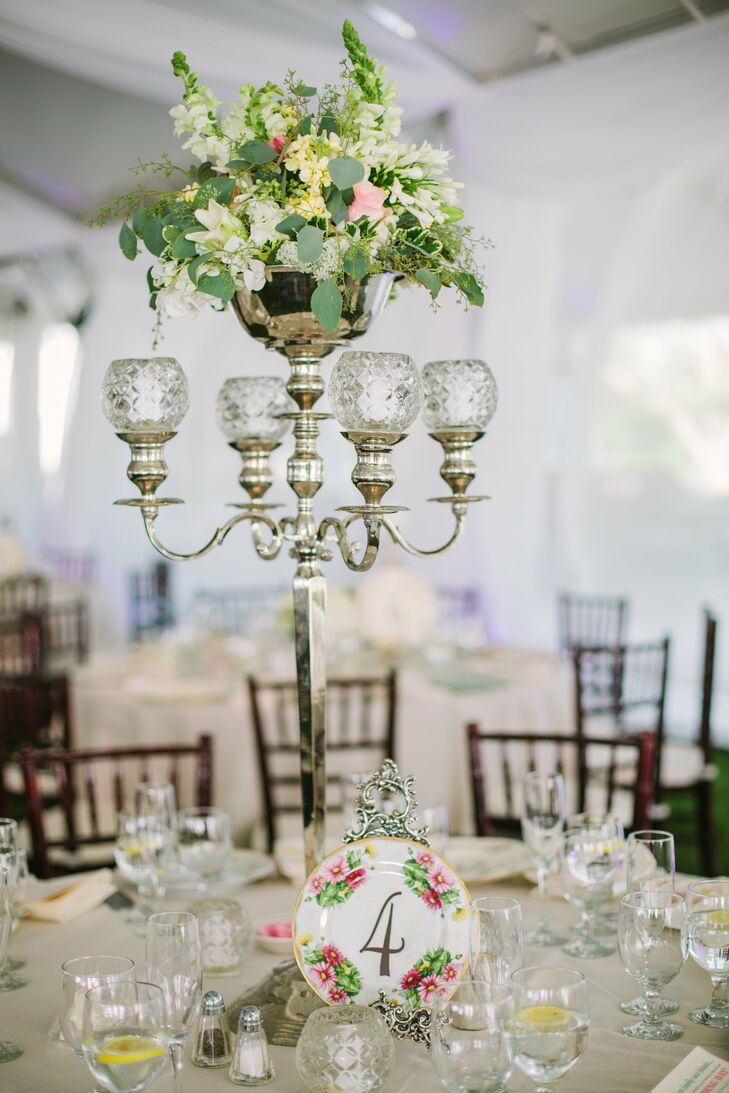 The table numbers were applied to antique transferware plates that my mother-in-law and I had purchased at antique shops, Kayla says.
