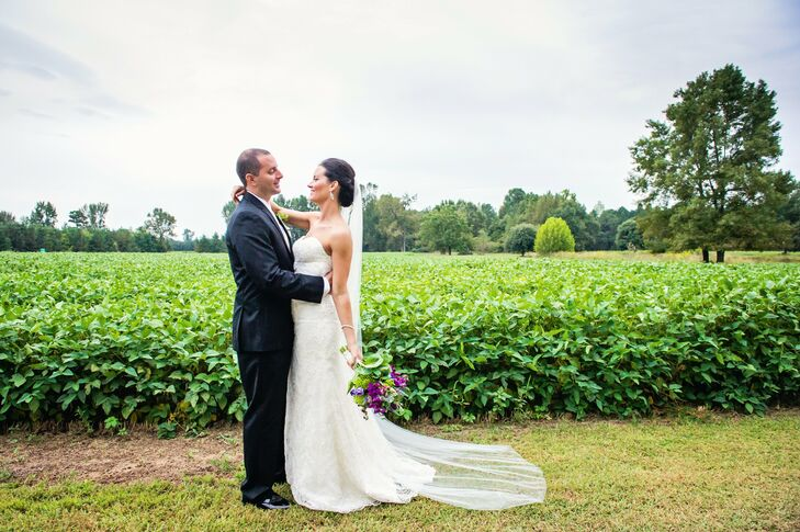 Amy and Jes celebrated their nuptials in an outdoor event at Orange Hill Plantation in South Carolina. The couple's affair was both elegant and rustic