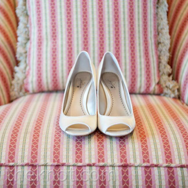 Ann wore white peep-toe wedges, which were a practical (and stylish) choice for the couple's lawn-set ceremony.