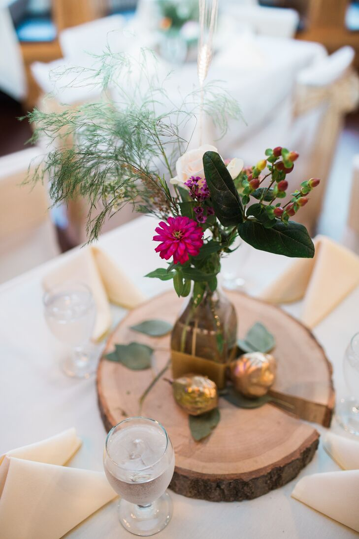 "Andi and Eric incorporated ""refined rustic"" details into the decor, like this wooden tree-trunk centerpiece."