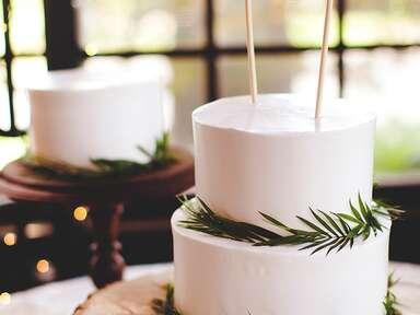 DIY mini burlap banner wedding cake topper idea