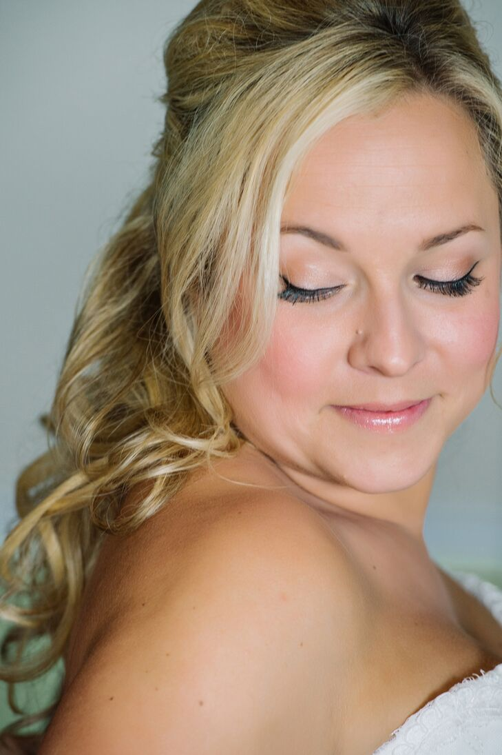 Lona wore her hair half up in loose waves with natural-looking makeup for the ceremony, but pulled her hair up and added a smoky eye for the reception.