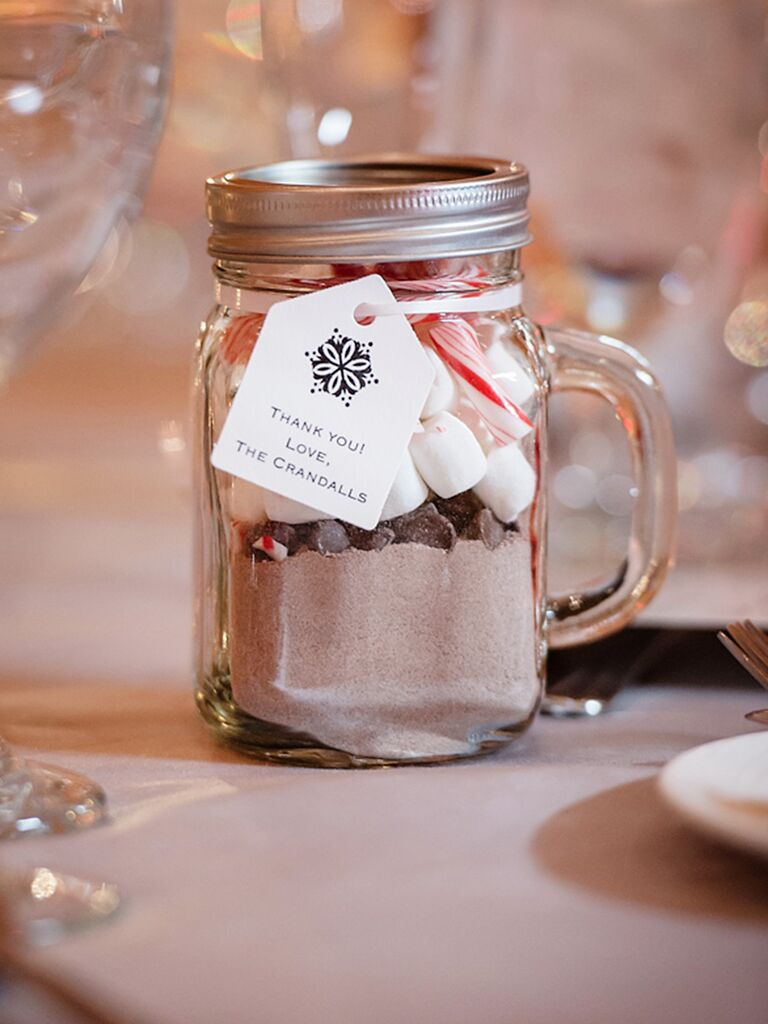 DIY hot chocolate wedding favor for winter weddings