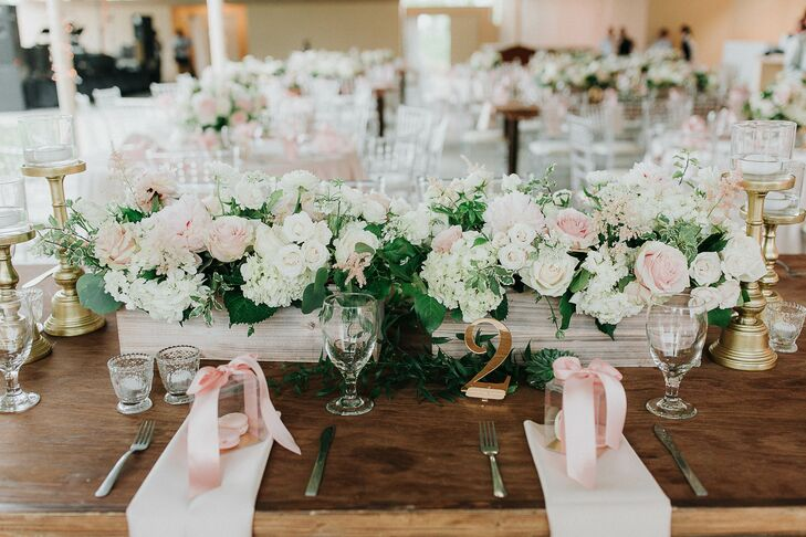 Rustic-Vintage Centerpieces With Pastel Blooms