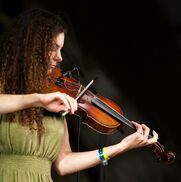 Minneapolis, MN Fiddler | Kerri Joy