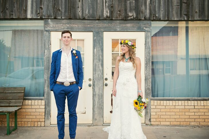 Jamie wanted to wear a suit from an English designer, and so he chose a dapper blue cotton suit from Reiss, one that proved ideal for the hot weather during the ceremony.