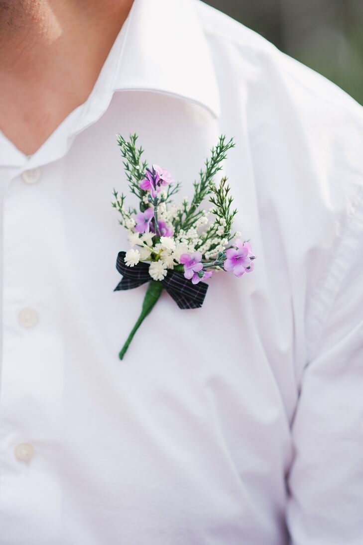 The groomsmen wore natural boutonnieres with white and purple flowers and tied with a black bow.