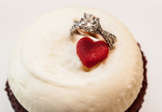 Creative Ways to Display Ring/ Photography by Rebecca/The Knot blog