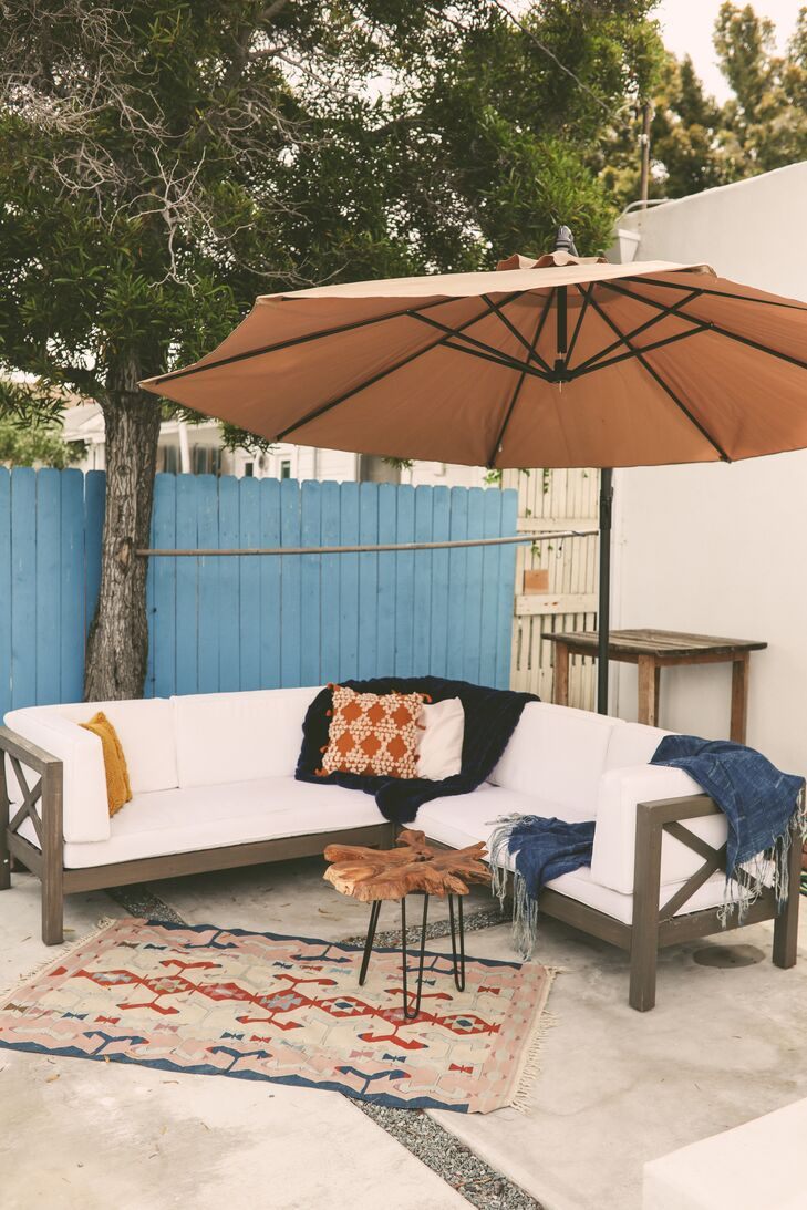Casual Outdoor Lounge Furniture with Rug and Umbrella