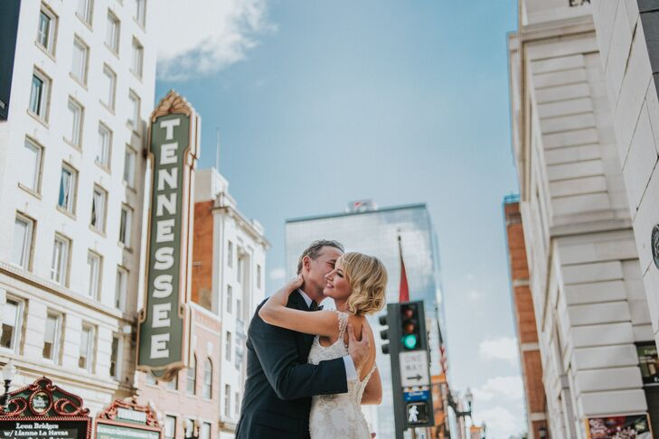 """Lauren Lazarus (35 and an artist) and Johnny Miller (41 and a tasting-room manager) brought their """"Great Gatsby""""-inspired nuptials to life with vintag"""