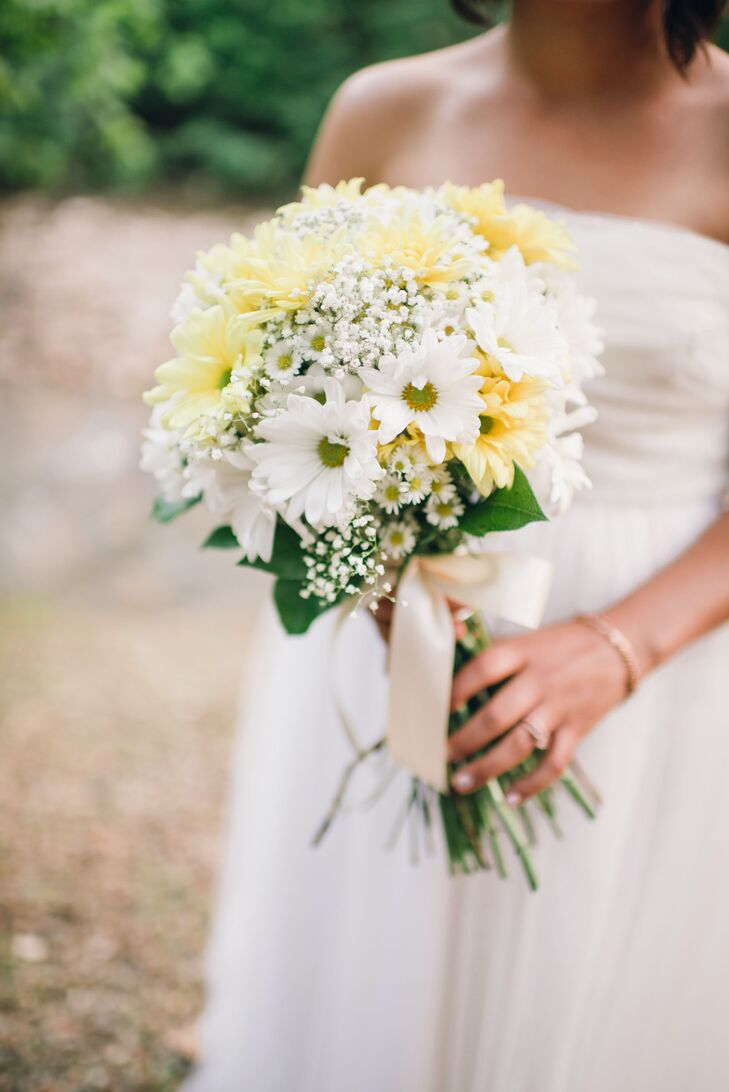 Namia held a wildflower-inspired bouquet of yellow and white daisies and baby's breath to continue the natural, boho wedding theme.