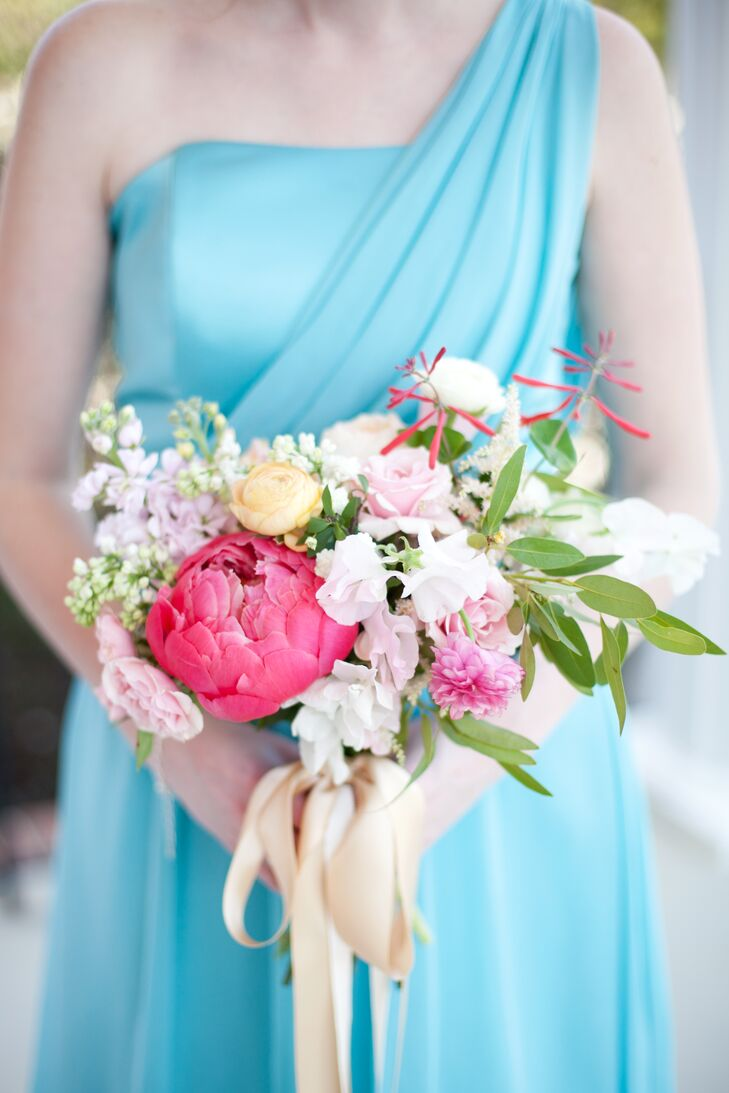 Kaitlin gave Fern Studio free reign to create her vibrant garden bouquets.
