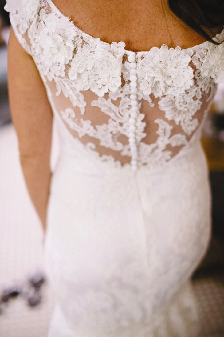 Rachel's Marchesa gown featured a lacy, floral design on the back.