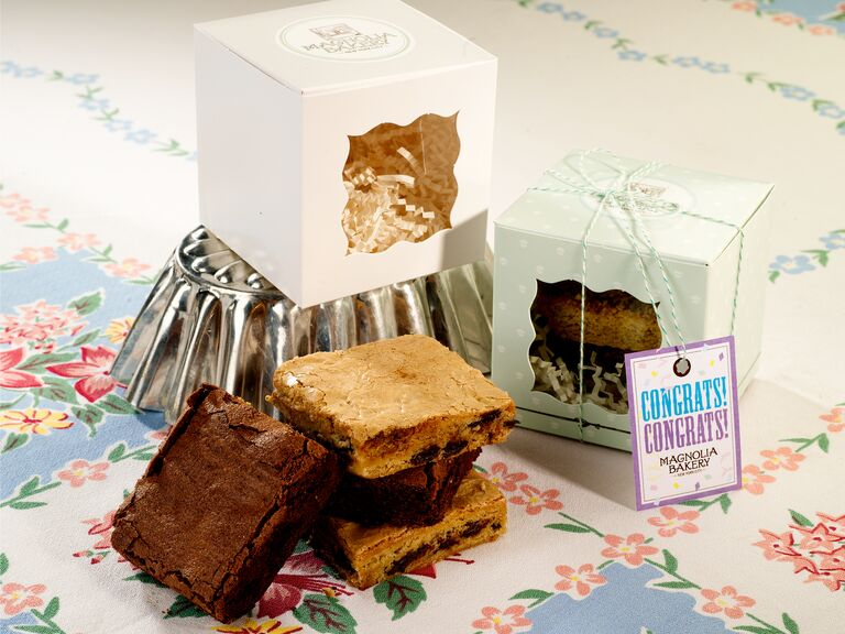 Magnolia Bakery brownie and blondie favor box for a fun wedding favor