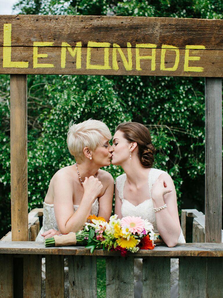 Backyard Wedding Ideas Lemonade Stand