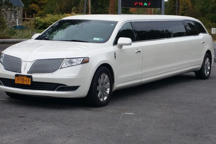 A Hudson Valley Limousine | Transportation - The Knot