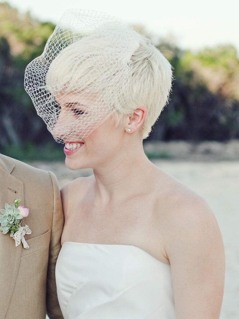 12 Beautiful Veiled Short Wedding Hairstyles