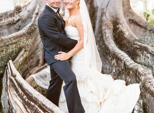 Elizabeth and Terence wanted an Old Florida-inspired wedding so they chose a venue that captured the region's history. An outdoor wedding was held at