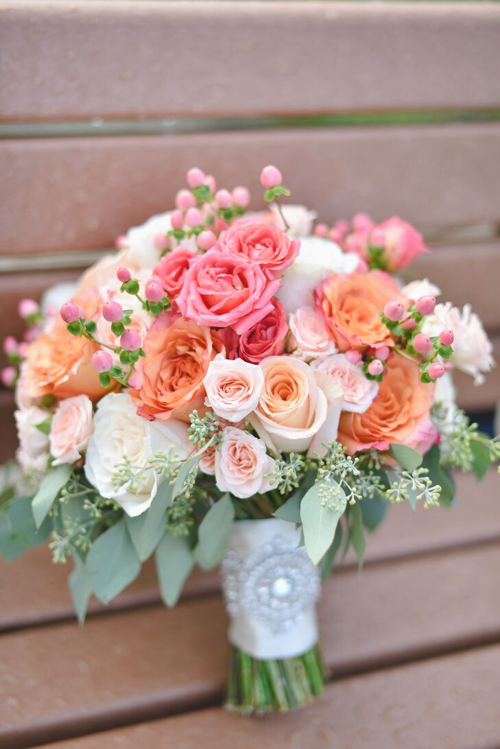 Cheerful Peach and Coral Rose Bouquet