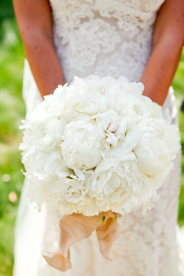 Gena's bouquet of white flowers consisted of a multitude of blooming peonies.