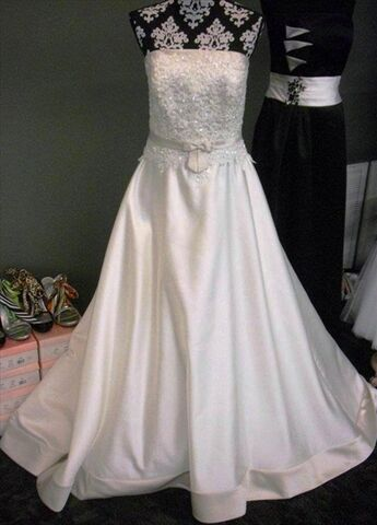 Bliss bridal formalwear mason city ia for Wedding dress cleaning des moines