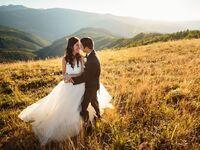 Colorado wedding couple posing in front of mountains