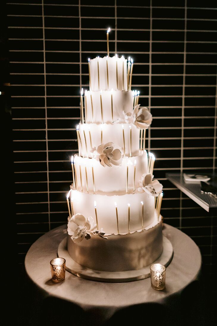 Modern Round Wedding Cake with Candles