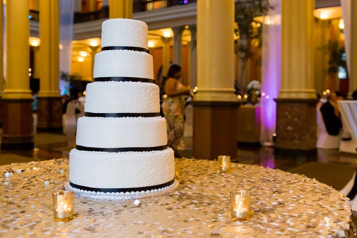 Black and White Fondant Cake with Piping