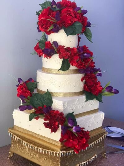 Wedding Cake Bakeries In Livonia Mi The Knot