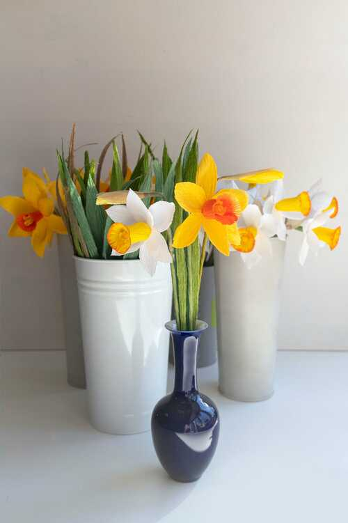 paper daffodil flowers for a mother's day gift idea