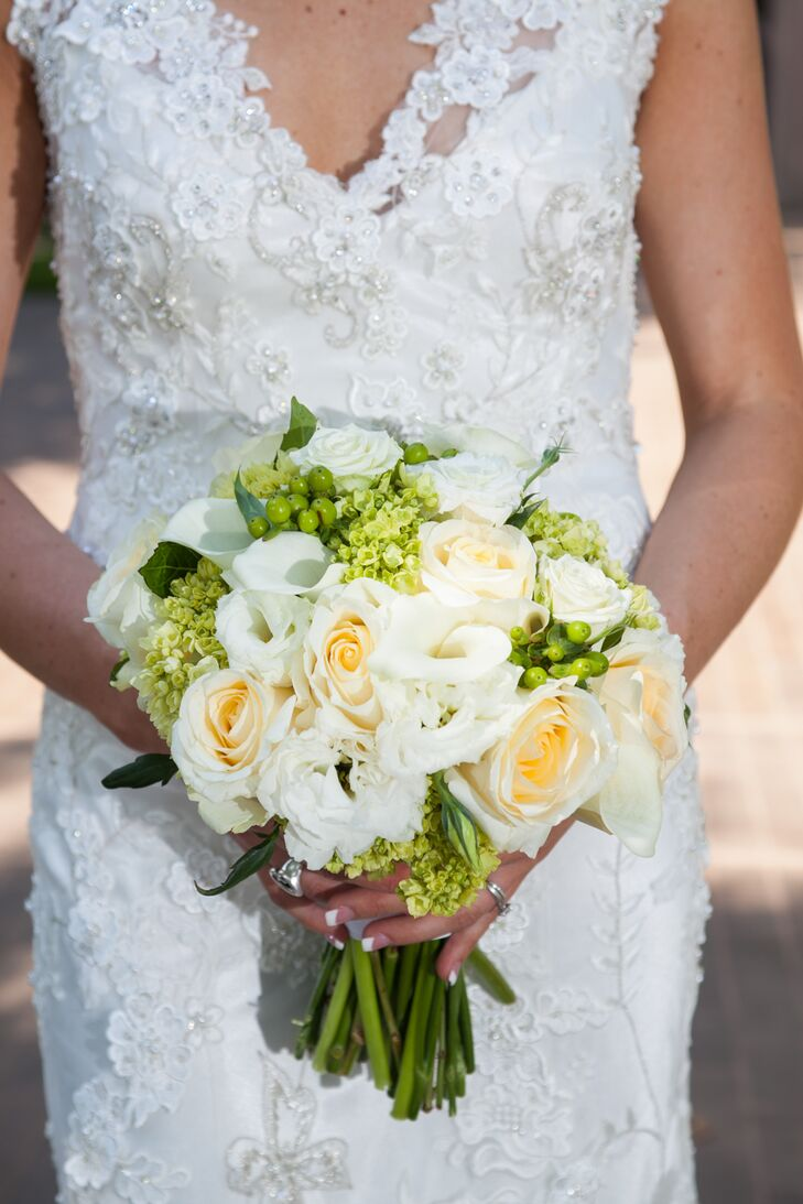 Rebecca carried a classic white, ivory and green bouquet containing roses, calla lilies, hydrangea buds and hypericum berries.