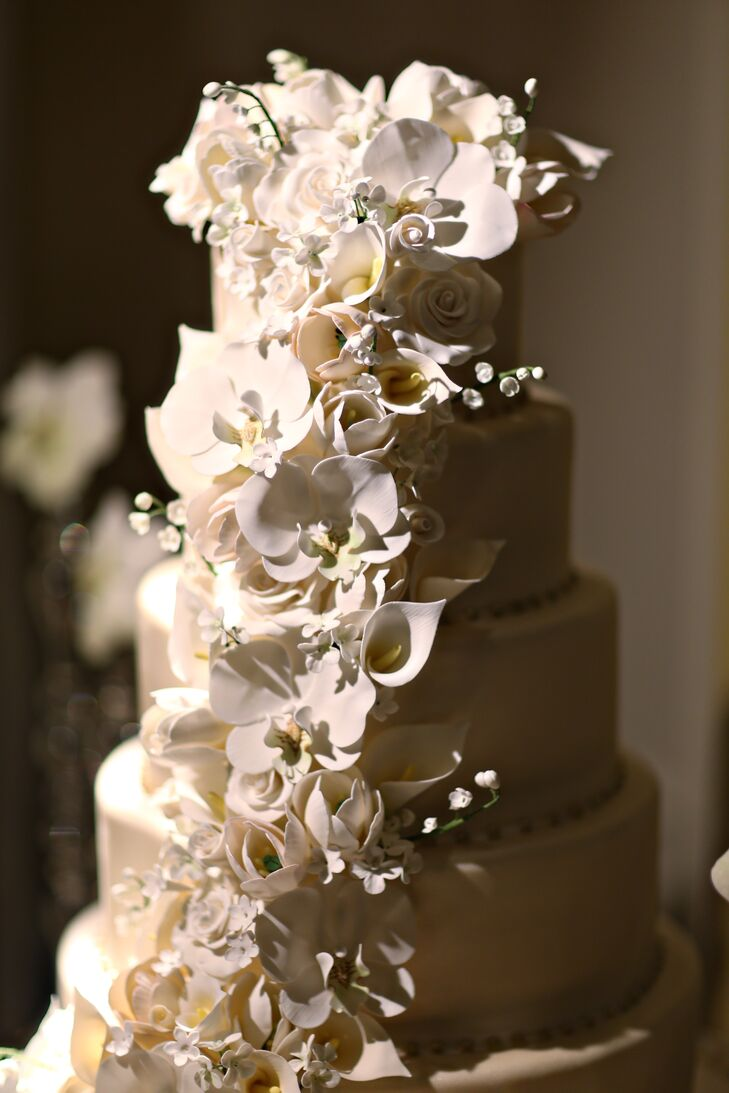 The beautiful white cake, designed by Cake Art, featured ornate cascading cake flowers that resembled orchids, calla lilies and roses. Kieran and Tom also served an extensive variety of cookies, ice cream, coffee and espresso for dessert.