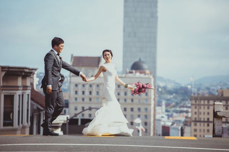 Dongli and Chengyuan crossed the street in San Francisco, California, where they were married at Legion of Honor. Dongli wore an ivory wedding dress with a mermaid-style silhouette and Chengyuan wore a charcoal suit on the wedding day.