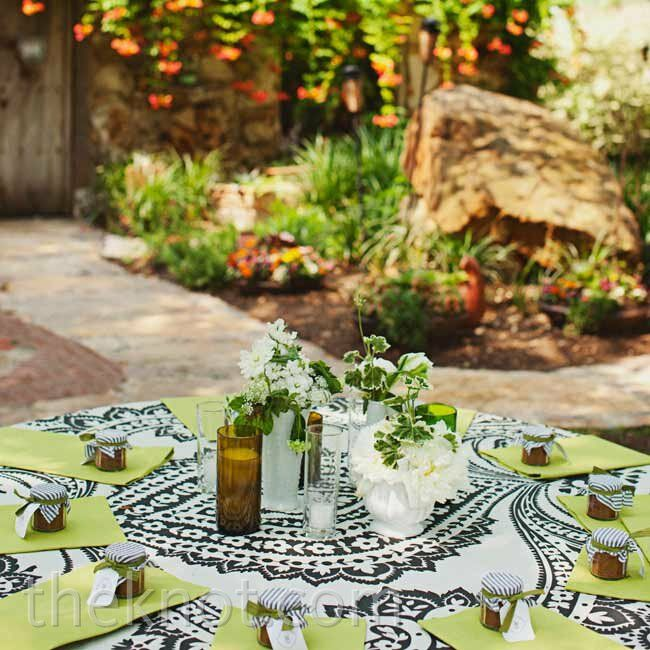 Mixing patterned and solid table linens helped achieve the effortless look the couple was after.