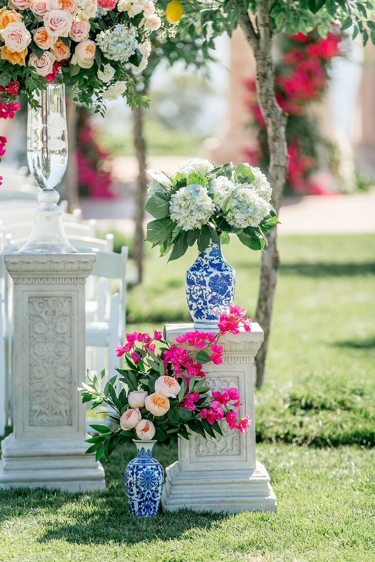 Luxurious Aisle Decorations with Chinoiserie Vases, Hydrangeas and Peonies
